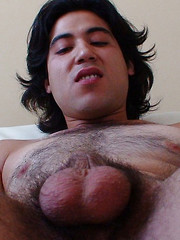 Uncut Hairy Latino Skater, Added: 2013-06-20 by Alternadudes