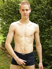 Smooth twink Will Jones busts a nut outdoors., Added: 2014-04-29 by BF Collection