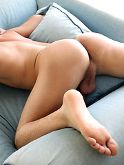 Diego Diamond jacking off his uncut cock, Added: 2014-10-20 by Squirtz